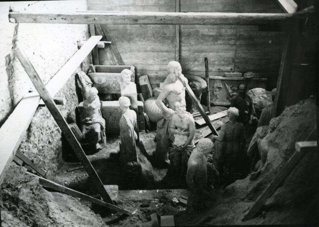 Απόκρυψη-των-αρχαιοτήτων-του-Εθνικού-Μουσείου