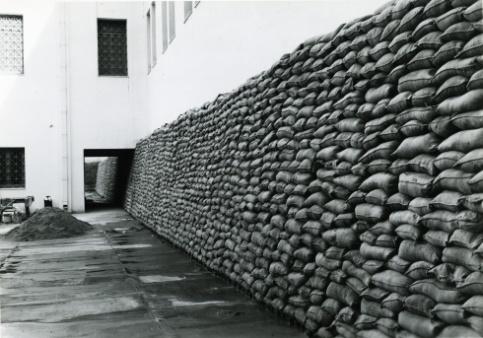 Σάκοι με άμμο για την προστασία του Εθνικού Μουσείου στο Β Παγκόσμιο Πόλεμο